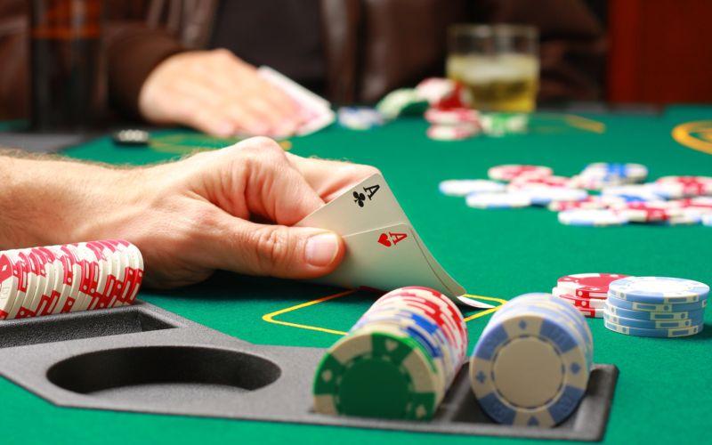 استراتژی پوکر تهاجمی با بازیکنان کم